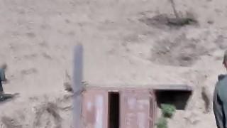 墨西哥青少年是在边境巡逻铁杆他妈的经验