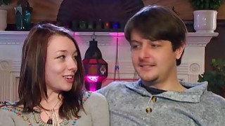 年轻夫妇第一次参加摇摆派对