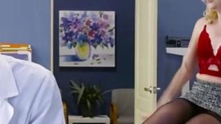 性感角质患者萨曼莎罗恩需要一个铁杆紧急他妈的