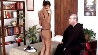 完美的非洲母狗由男修道士进行异性交配
