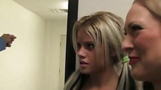 金发stepmom利用漂亮的青少年提供调皮大公鸡军官
