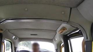女学生在假的出租车pov打了