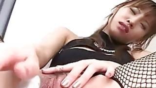 角质的日本AV模型脱离了她的性感