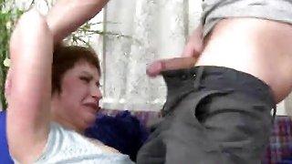 无暇深色的继母通过厚厚的公鸡兄弟强行穿透