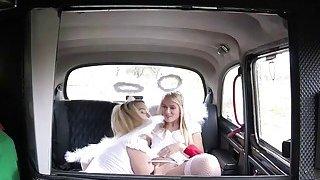与两个女士和一个司机鸡巴硬核性行为