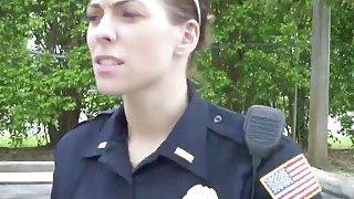 业余大黑公鸡违反标记队由两个淫警察女人性交