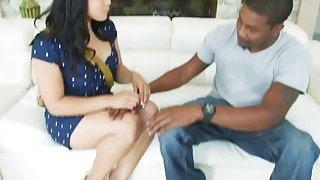 可爱的亚洲女孩Mia Li获得由大量黑人迪克扩大的混蛋