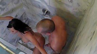 公鸡饿了摩洛伊斯兰解放阵线莱兹利禅宗在淋浴下带着大硬阴茎