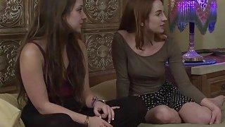 杰基和她的朋友雷米和她的女同性恋管家乱搞