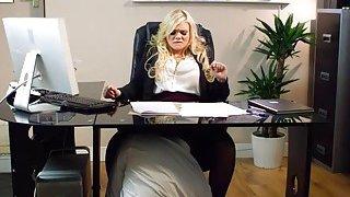 甜美的办公室宝贝凯蒂杰恩山雀他妈的和猛击