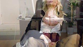 华丽的凯蒂杰恩在热门办公室铁杆他妈的