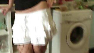 一个sl brunette的黑发小鸡温迪·穆恩得到了她的屁股性交大硬鸡巴