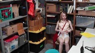 可口可乐青少年扒手Alina West由LP官员钉住