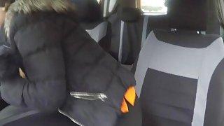 大公鸡examnier刘海丰满的青少年在车里