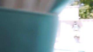 讨厌的拉丁贝贝卡梅隆卡内拉猛烈地猛烈抨击一个大竖起的螺柱
