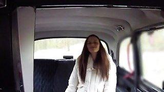 女性出租车司机用刘海客户端上的表带
