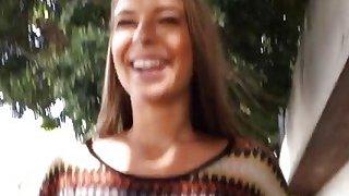 一个放荡的女同性恋宝贝莉娜妮可和普雷斯利哈特做出杰出的性爱视频