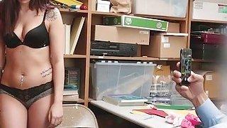 漂亮的小偷Naiomi Mae在LP办公室受到严厉打击