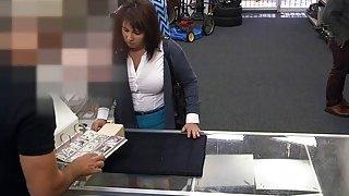 妻子操纵现金从监狱救出丈夫