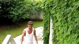 一个家伙来修复水槽和他妈的热潮激烈布鲁内特摩伊非常努力