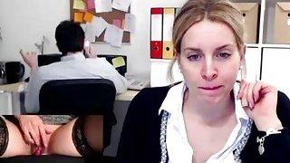 在工作时业余手淫在办公室涌出性高潮