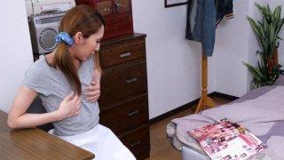 日本青少年女仆寻找额外的工作