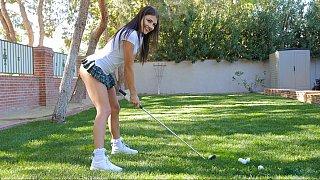 去打高尔夫球