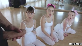 芭蕾舞女演员获得了一种新的拉伸工具