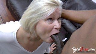 AgedLovE Lacey Starr获得Interracial Hardcore