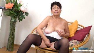 EuropeMaturE Hot Lady Solo脱衣舞和抚摸