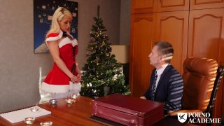 长袜的白肤金发的婊子乱搞与圣诞节的有角的人