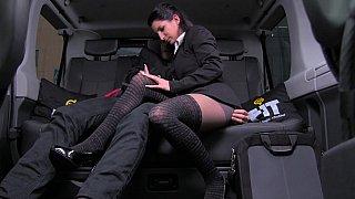 她甚至乱搞一个出租车司机