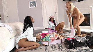 Interracial lesbian threesome begins