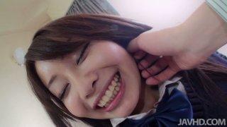 令人惊叹的大学女生Sakura Anna对POV视频给予了批评