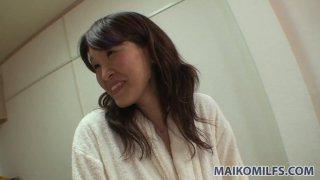 Takako Yanase的巨型毛茸茸的猫需要注意和手淫
