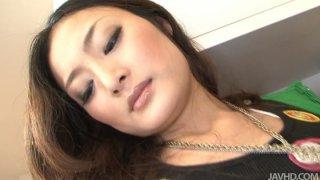 美丽的日本妓女Risa Murakami剥离凸轮和炫耀她性感的身体