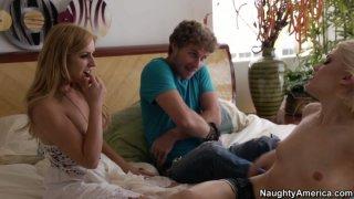 Ash好莱坞和她的男朋友决定与Lexi Belle一起成为他们的第一个三人组
