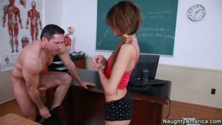 令人讨厌的女大学生Veronica Rodriguez让她的阴部性交