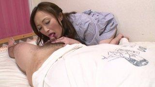 熟练的Miyama Ranko让她的阴部塞满了