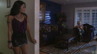 Kaylani Lei和Briana Blair摆脱了男朋友,享受彼此的爱情