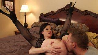 他妈的热,詹妮弗怀特喜欢让她的阴部传教士