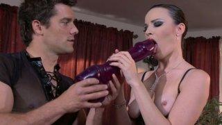 垃圾荡妇Dana DeArmond让她的阴部高兴与各种玩具