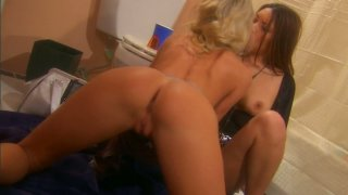 Kinky nymphos Nautica Thorn & Sammie Rhodes please pussies in the toilet