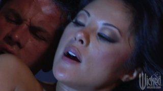 与Kaylani Lei充满激情的性爱