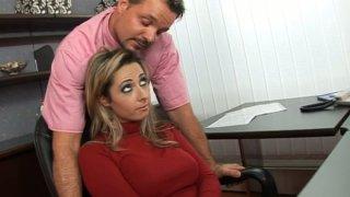 角质办公室工作人员Daria Glower乱搞她的同伴