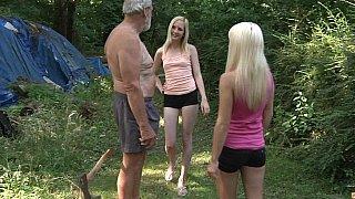 金发女郎分享爷爷的家伙