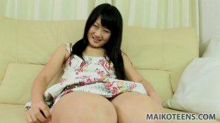 愚蠢的青少年妓女Yuka Kojima喜欢指法和振动器钻孔