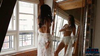 葡萄牙美女脱光衣服,炫耀身材