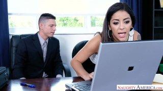 顽皮的办公室 -  Mia Martinez