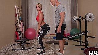 他妈的两个人在家健身房的捷克宝贝